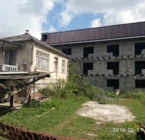Гостевой дом: 3-этажное строение с мансардой